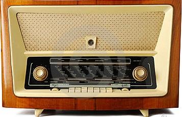 old-radio-11436188
